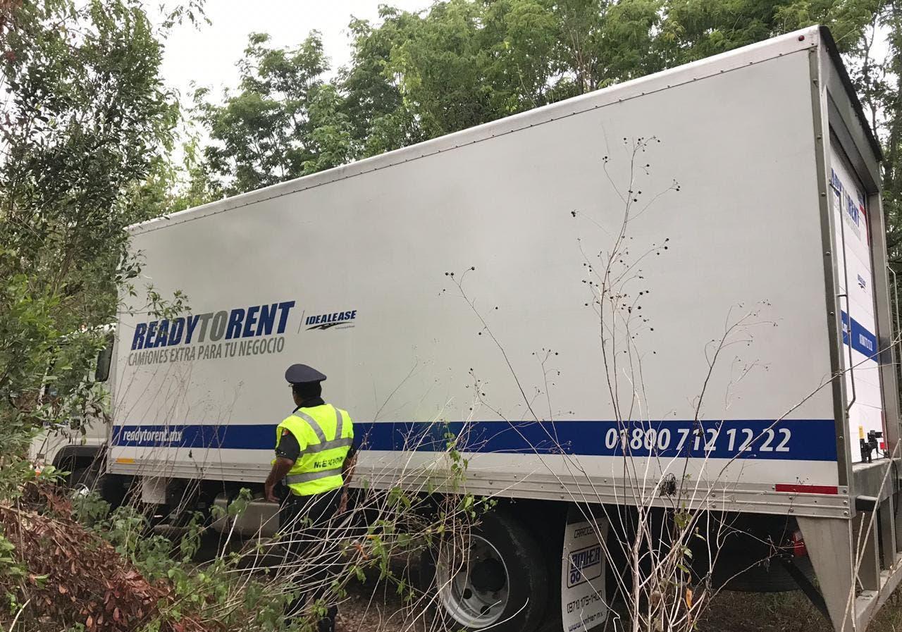 Recuperan en Cancún camión robado con frutas y verduras.