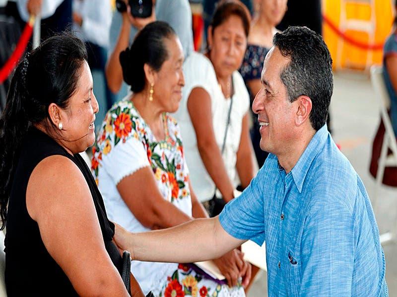 """Carlos Joaquín trabaja cerca de la gente en """"Platícale al Gobernador"""" en José María Morelos"""