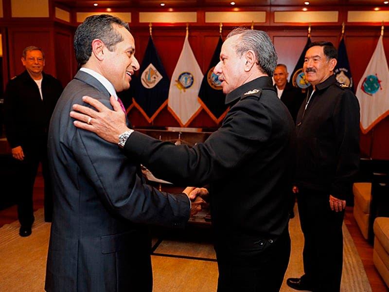 Carlos Joaquín participó en la reunión de combate contra el sargazo en la Secretaría de Marina