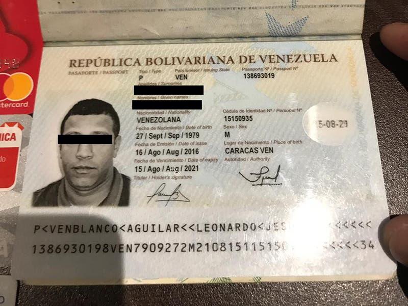 Un sujeto, que llevaba 20 tarjetas bancarias y un pasaporte de ciudadano venezolano, fue detenido tras asaltar a una persona que salía de un banco en Puerto Morelos