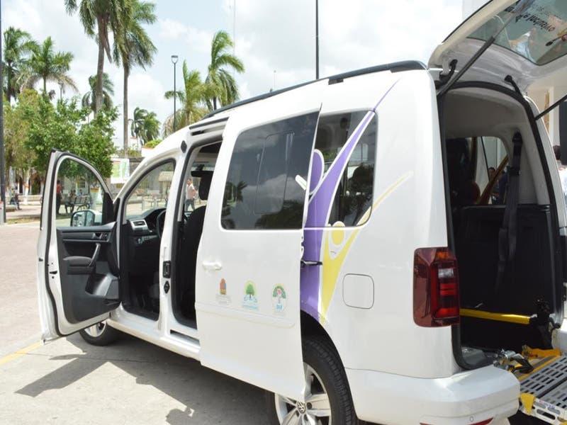 Entregan vehículos para personas con discapacidad en Felipe Carrillo