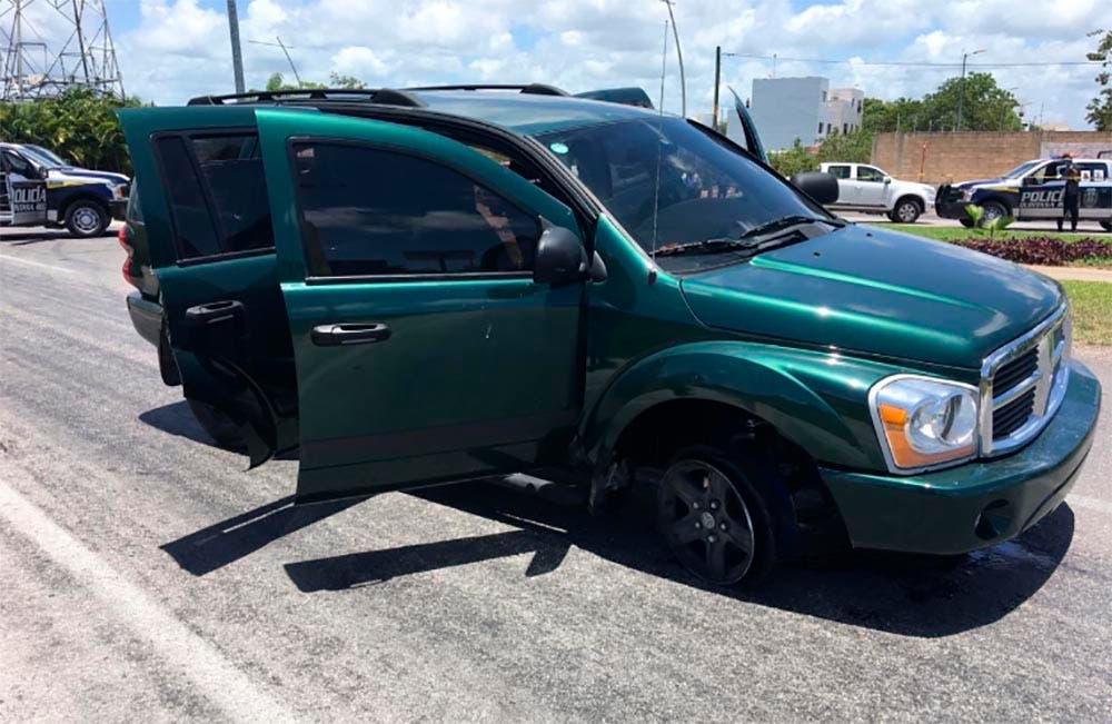 Una de las camionetas que camionetas participaron en el ataque a la unidad de traslados de la Policía estatal