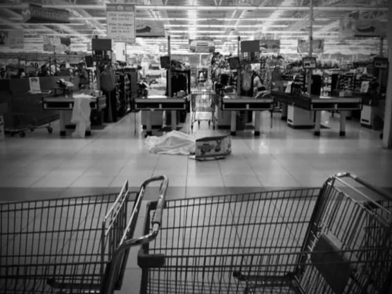 Mujer olvida a su hija en el Supermercado