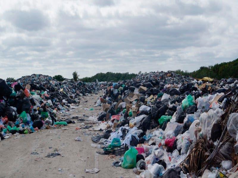 Alcalde reconoce crisis de contaminación y basura en Holbox