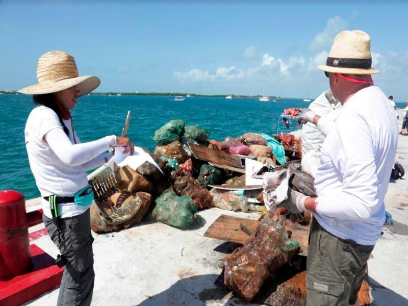 Realizan jornada de limpieza en playas de Isla Mujeres