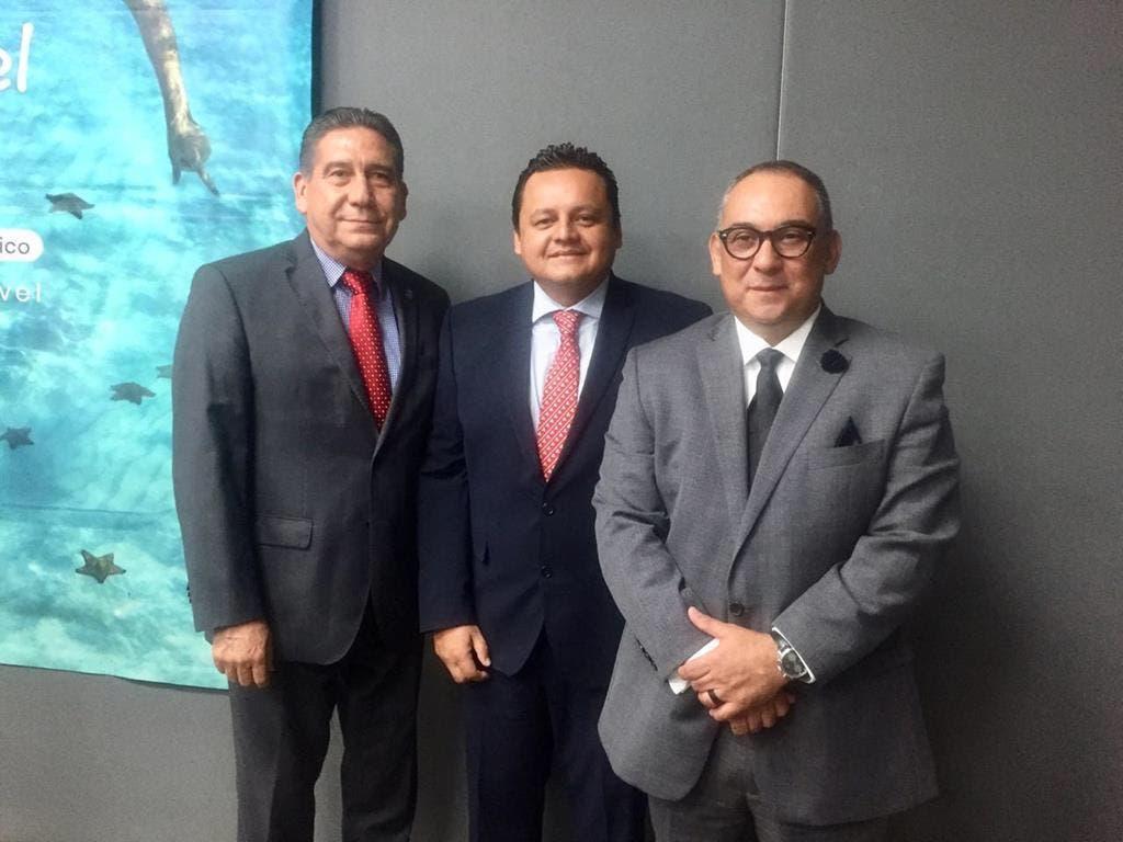 Presidente de la Cámara Nacional de Comercio, Servicios y Turismo (Canaco-Servytur) de Cozumel, Eduardo Morales Rivas (segundo de izquierda a derecha) en Monterrey