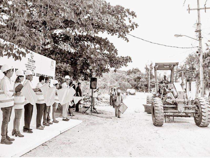 Inicia pavimentación de calles en la comunidad de Akumal