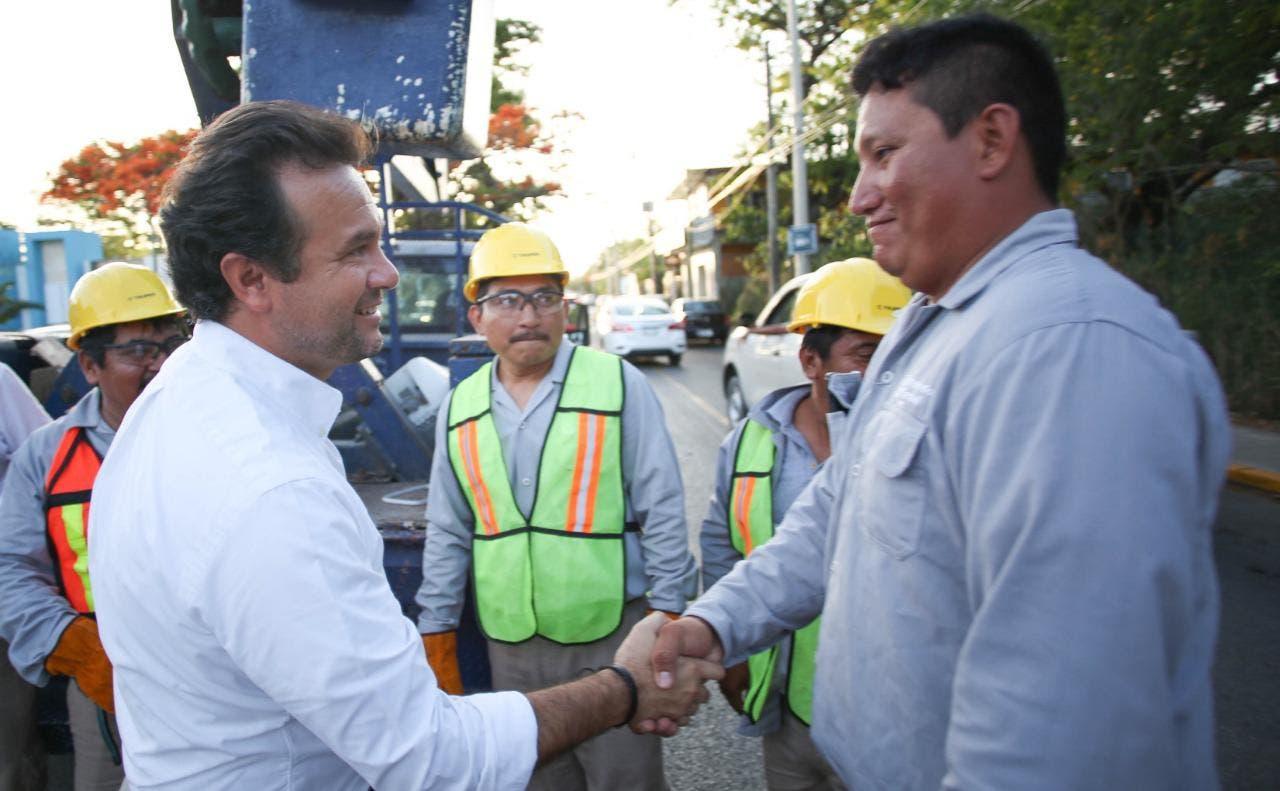 En coordinación con el gobierno del Estado, se instalan dos mil 500 lámparas en el destino, como parte de las acciones para brindar mayor seguridad y mejorar la calidad de vida de los habitantes, afirma Pedro Joaquín Delbouis