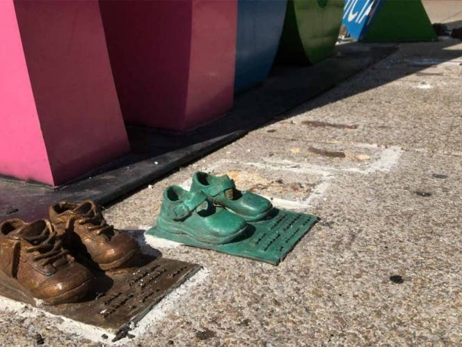 Denuncian robo de 'zapatitos' de bronce de Guardería ABC