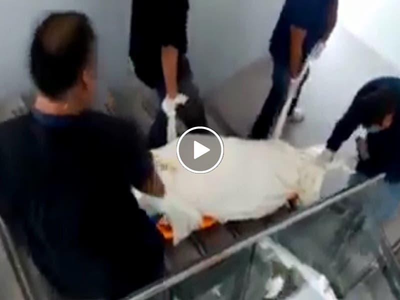 VÍDEO: Arrastran cadáver en las escaleras del ISSSTE