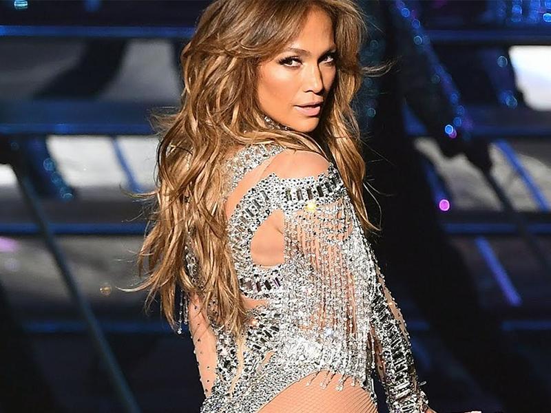Jennifer Lopez canta junto a su hija en concierto