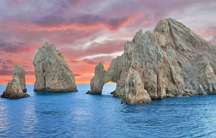 Cabo San Lucas es una ciudad turística de México ubicada en el extremo sur de la península de Baja California