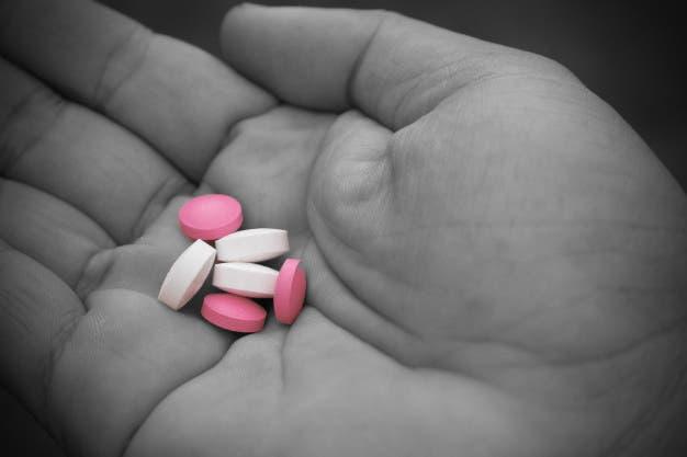 Mujer intenta suicidarse con medicamentos revueltos