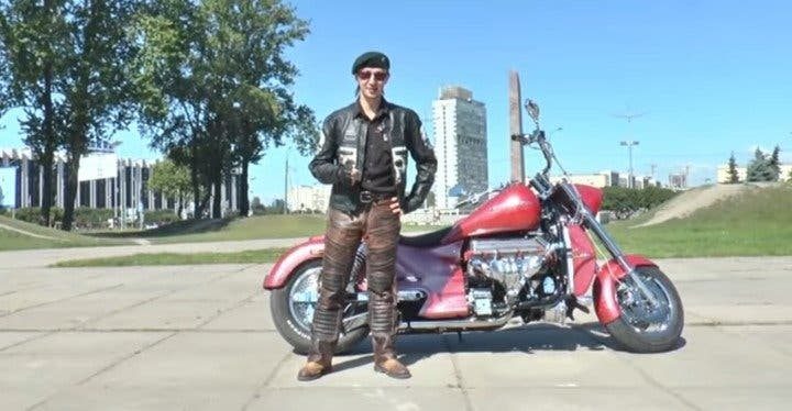 Youtuber muere mientras grababa vídeo en moto