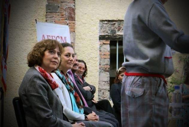 """Uniforme """"inclusivo"""" en CDMX: niños y niñas podrán usar falda o pantalón en clases"""