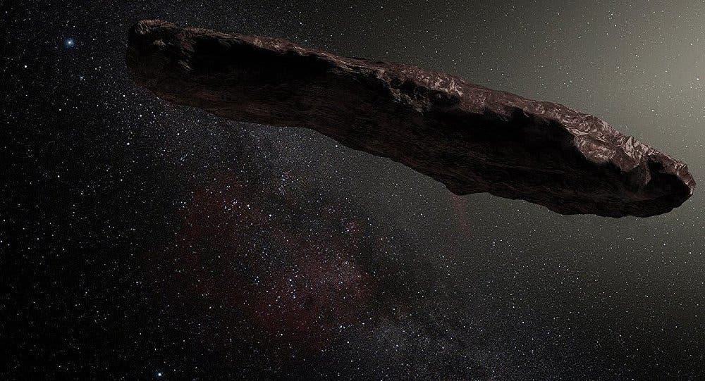 'Oumuamua, Con forma de cigarro de 800 metros de longitud y color rojizo, fue detectado por el Observatorio Haleakala de Hawaii.