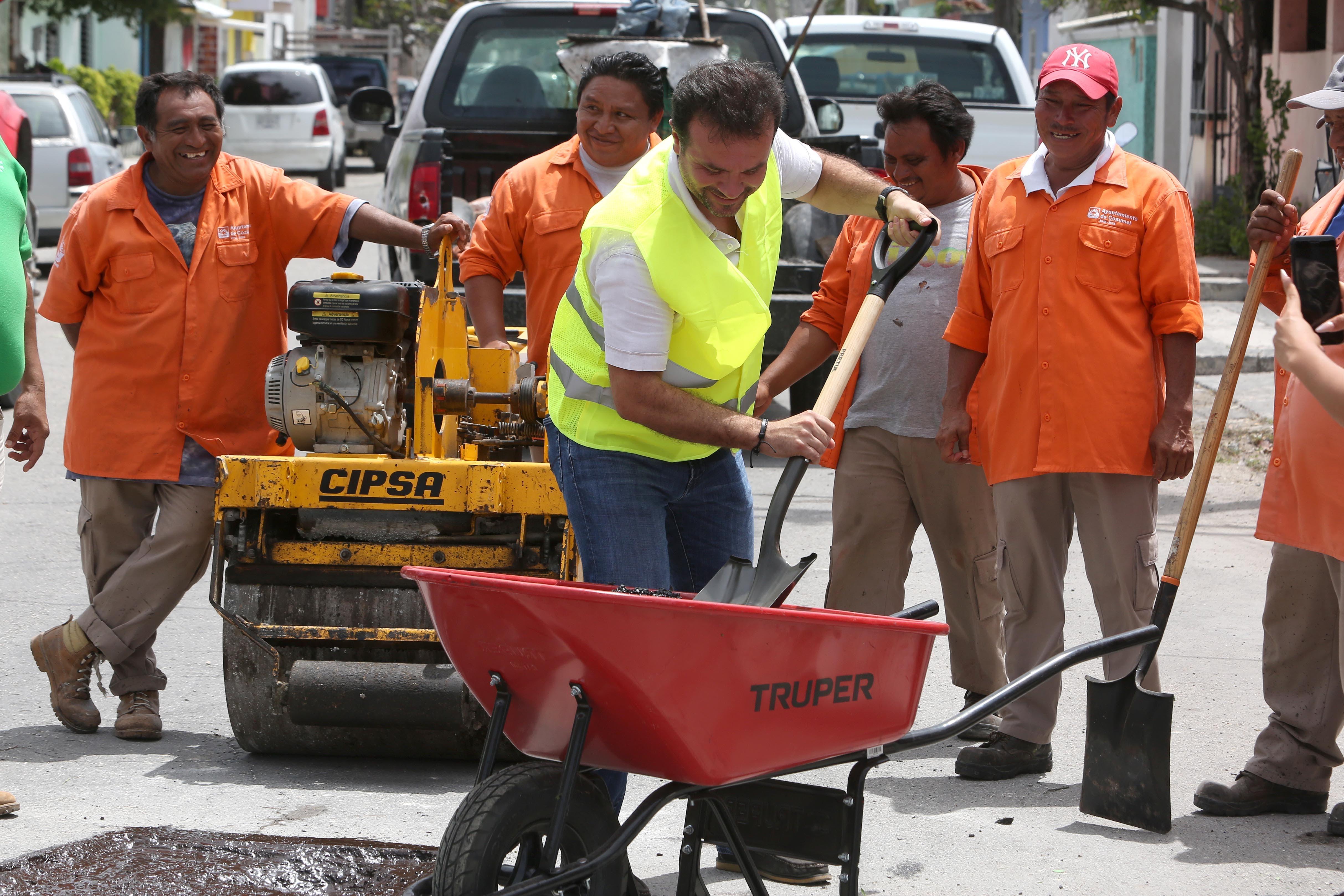 """""""Vamos a darle"""", dice Pedro Joaquín al retornar la rehabilitación de calles de Cozumel"""
