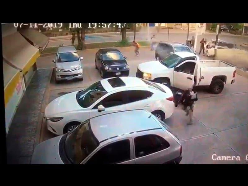 VIDEO: Ataque armado de sicarios a policías