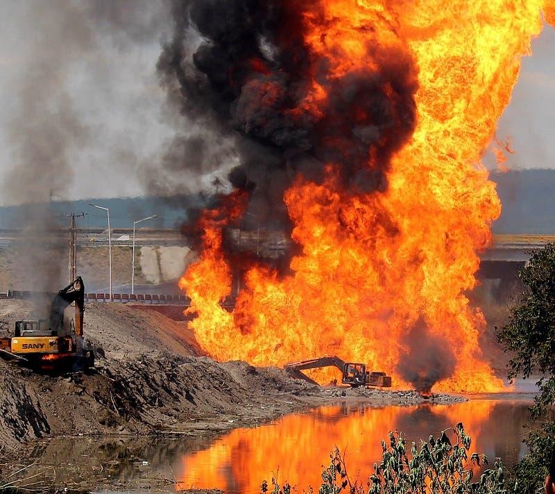 Una retroexcavadora, en la imagen, fue la causante de la explosión de un gasoducto en Celaya.