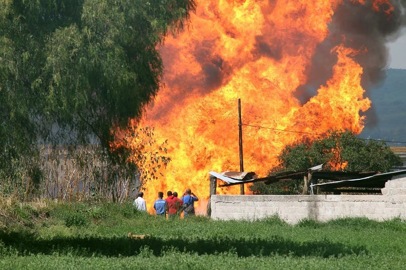 Explosión en ducto de Celaya deja un muerto y 3 heridos