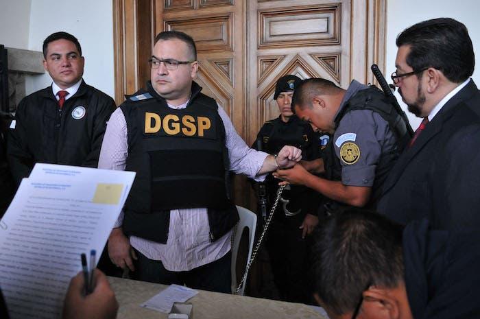 Javier Duarte Ochoa, ex Gobernador de Veracruz, previo al despegue del aeronave que lo trasladaría a la Ciudad de México.