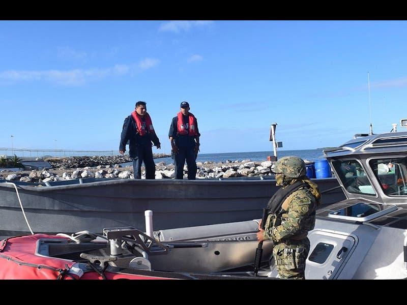 Marina decomisa 2 toneladas de droga en barco abandonado