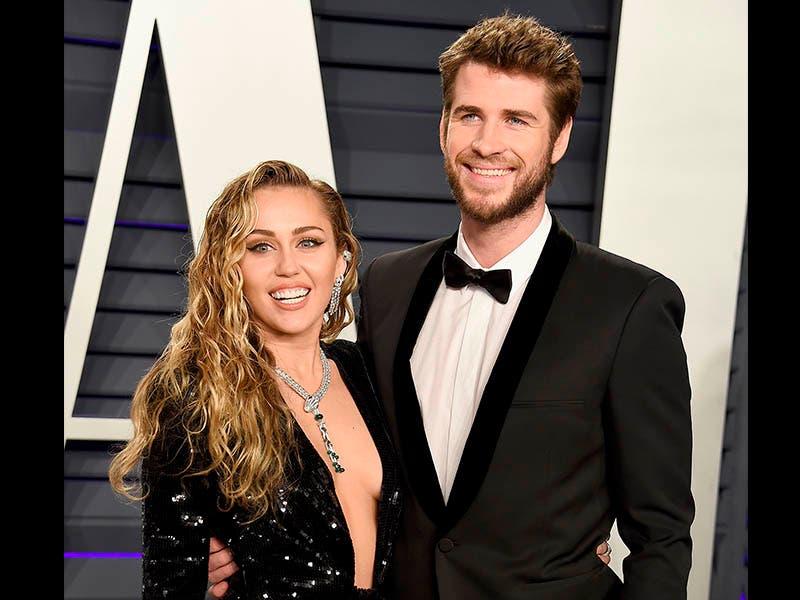 Miley Cyrus dice que aún le gustan las mujeres