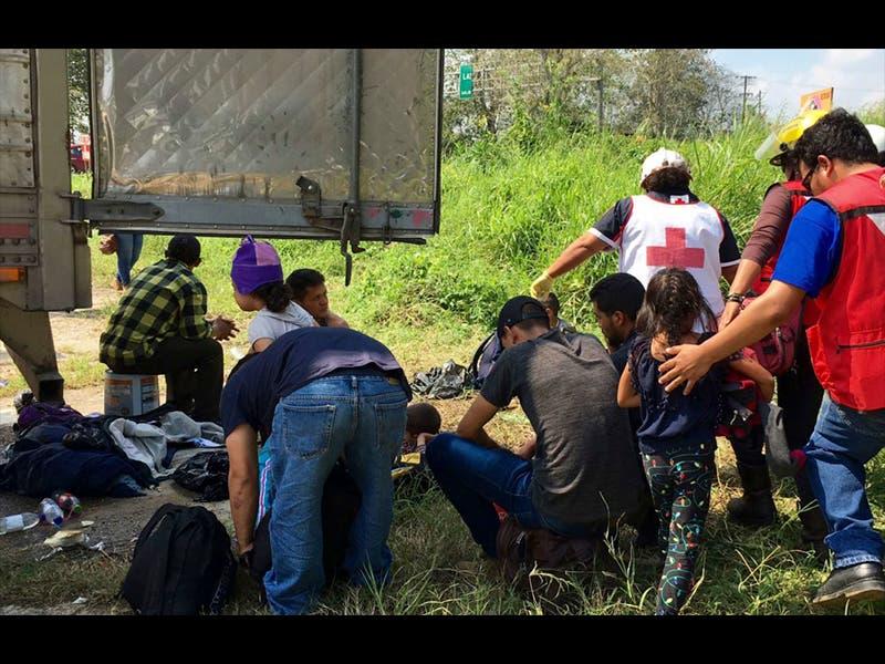 Policía Rural encuentra a 105 migrantes encerrados en autos
