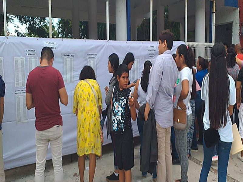 Mil 650 jóvenes se quedaron sin lugar para cursar la prepa en Cancún