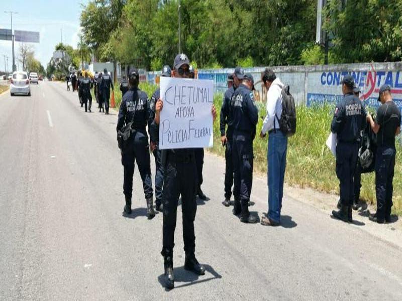 Se manifiestan elementos federales contra mandos militares en Chetumal