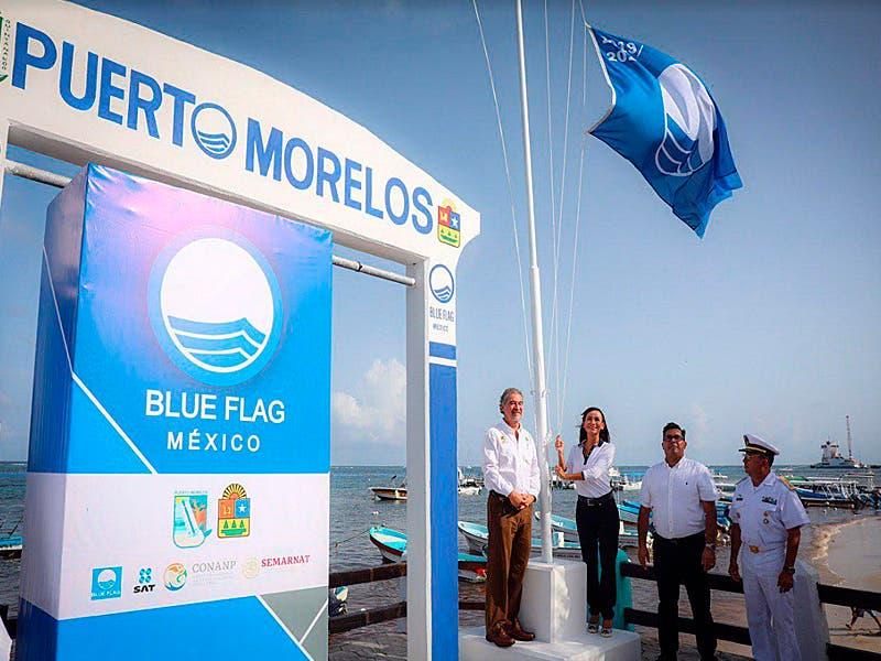 Iza Laura Fernández histórico estandarte ´Blue Flag´ en la Ventana al Mar de Puerto Morelos