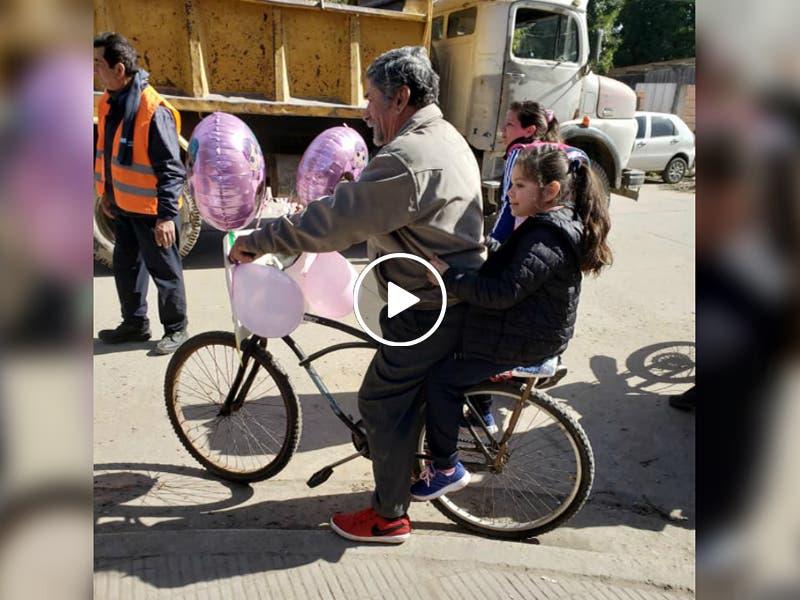 VÍDEO: Abuelito decora su bicicleta y sorprende a su nieta en su cumpleaños