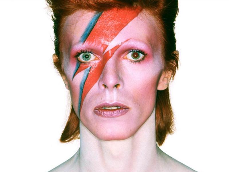 David Bowie regresa en forma de Barbie