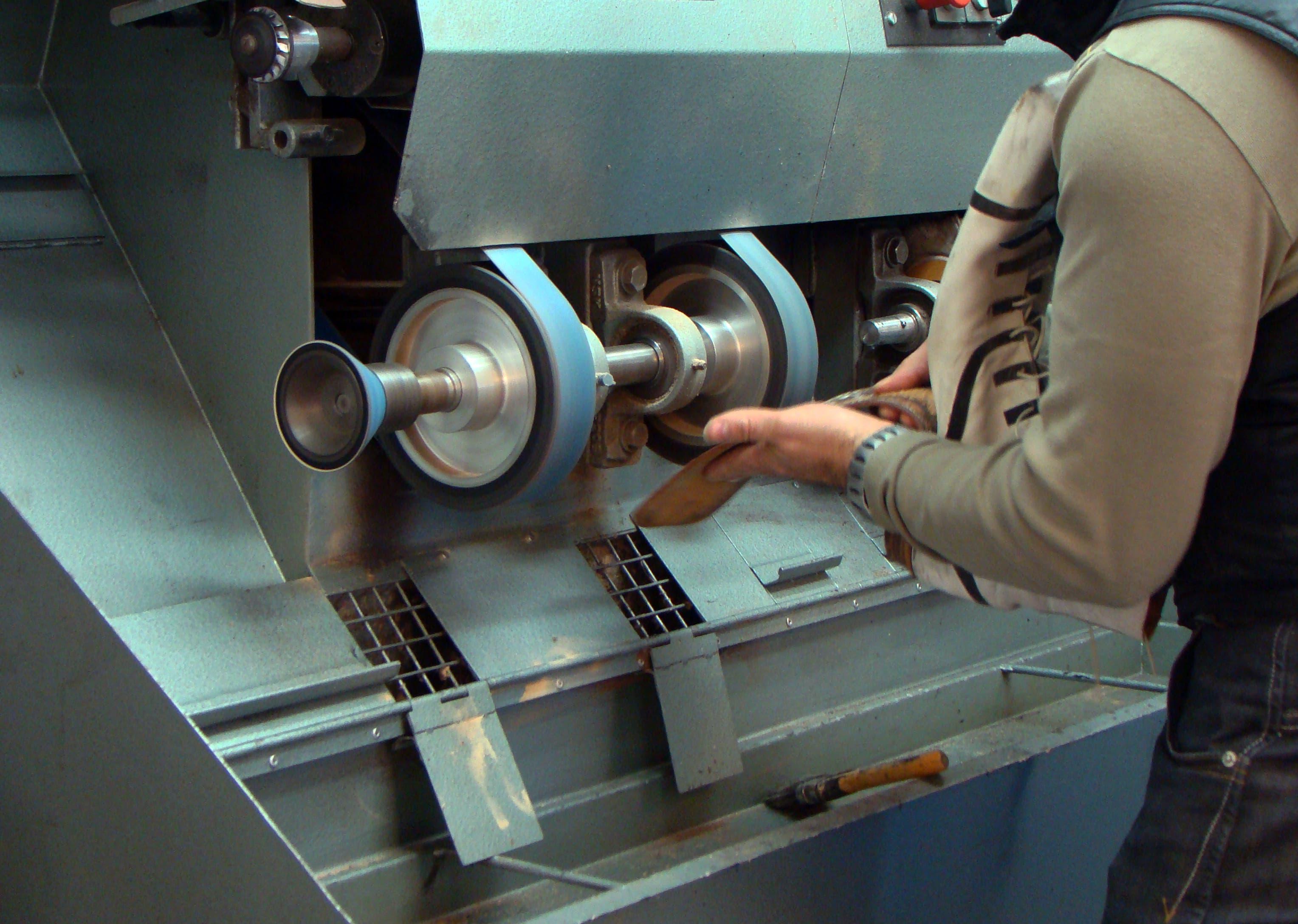 Zapatero sufre accidente con la máquina mientras trabajaba