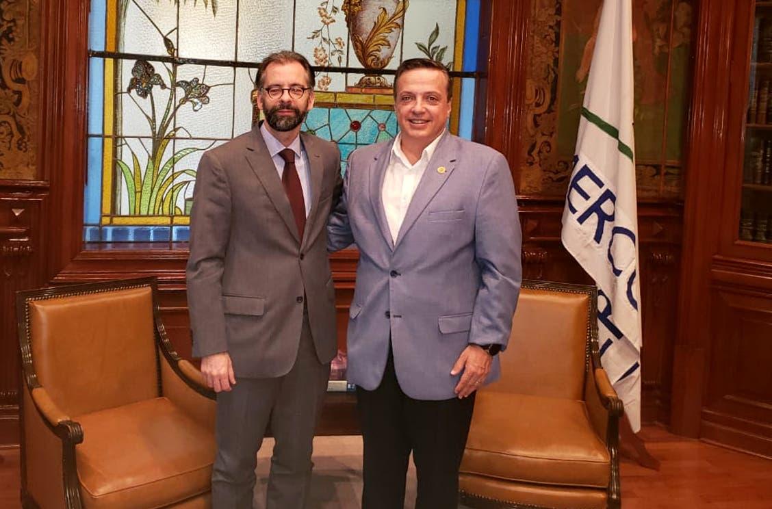 Suma Diputado Federal, Luis Alegre, a Brasil al combate del sargazo