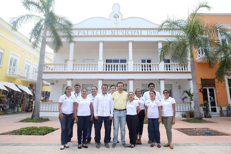 Supervisa Pedro Joaquín la calidad de los trabajos de mantenimiento en el Parque Benito Juárez