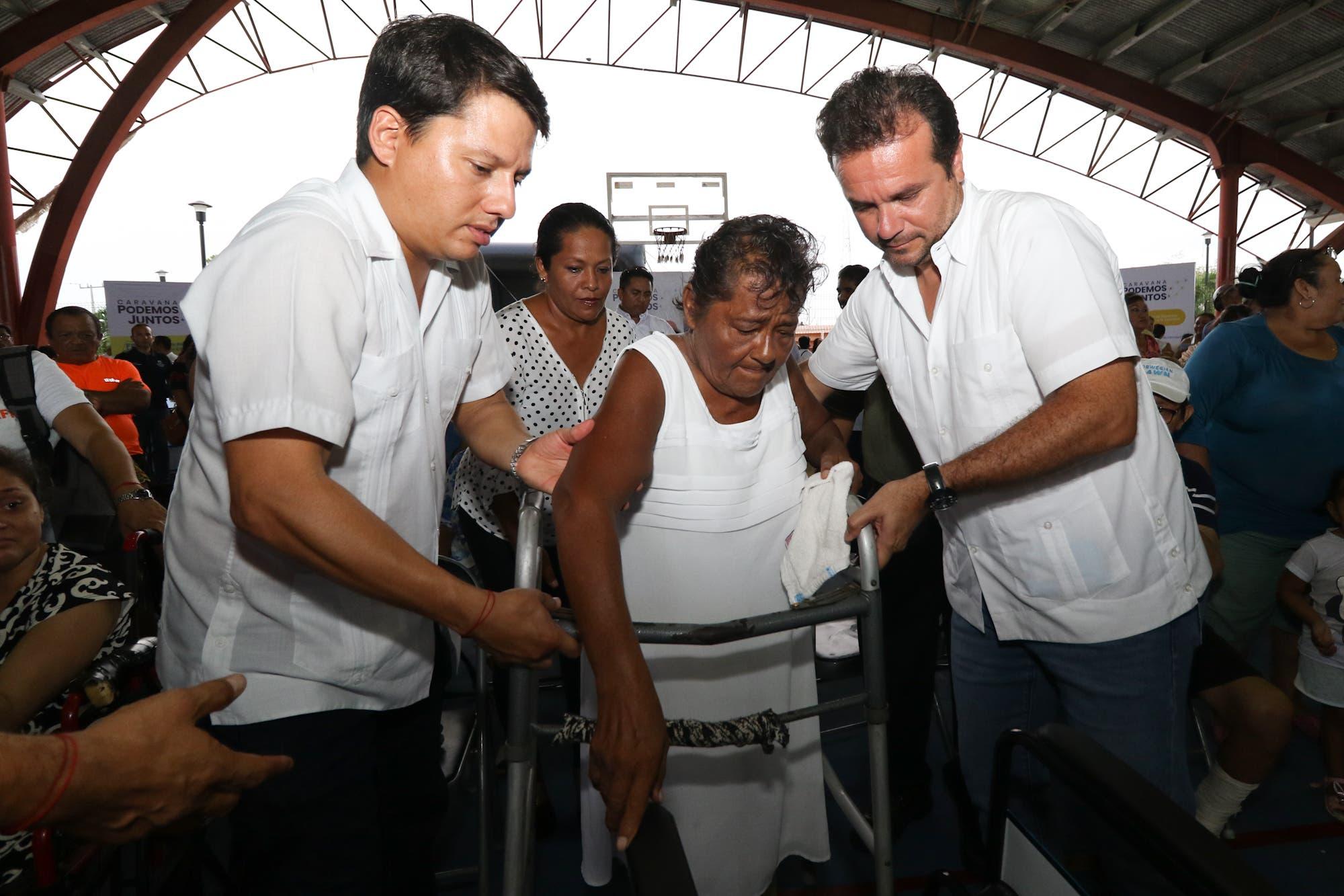 Más de mil 600 personas se benefician en sólo cuatro horas con la primera Caravana Podemos Juntos