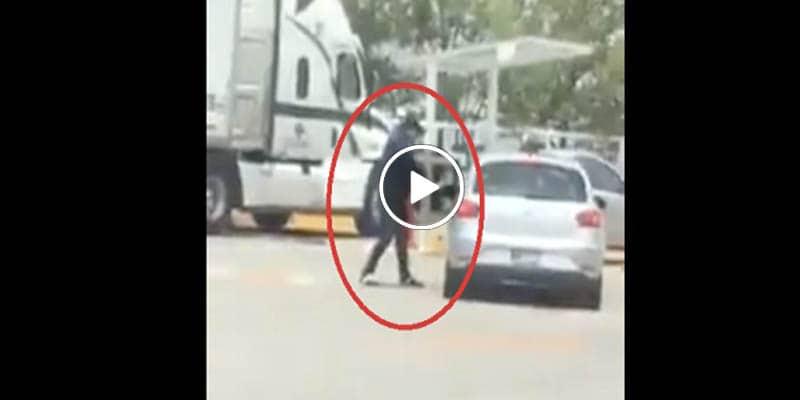 VÍDEO: Sujeto intenta robar auto y al no lograrlo le dispara al conductor