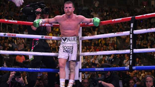 """Al mexicano Saúl """"Canelo"""" Álvarez, le retiraron el cinturón de la Federación Internacional de Boxeo, debido a que no llegó a un acuerdo para la defensa del título."""