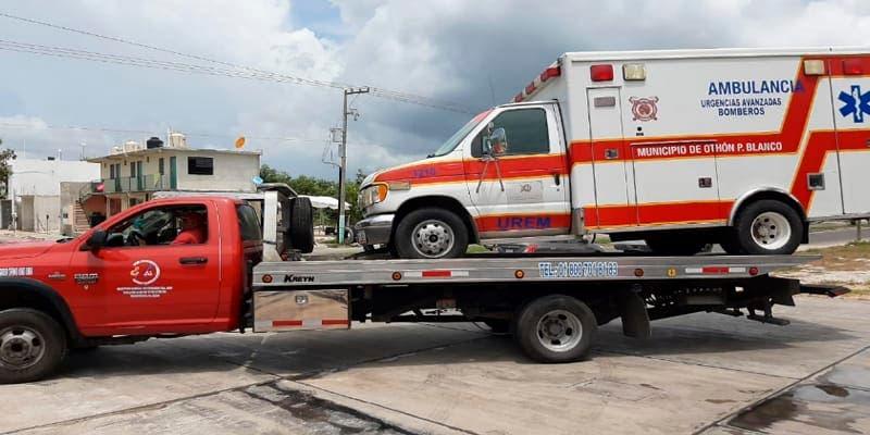 Voluntarios rescatan ambulancias de Othón P. Blanco