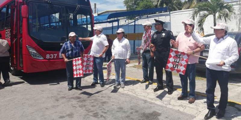 Circulan nuevos autobuses hacia la Zona Hotelera de Cancún; las unidades forman parte de un programa de sustitución de igual número de camiones.