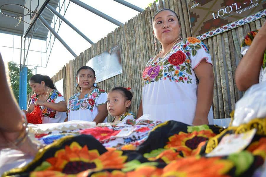 Los bordados de mujeres mayas deben registrarse las patentes