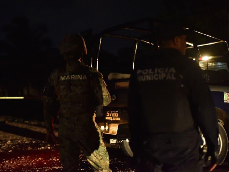 Encuentran restos humanos en colonia de Cancún; autoridades fueron alertadas mediante un reporte anónimo del hallazgo en La Unión.