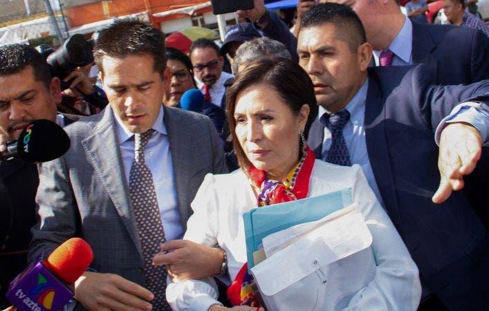 """Rosario Robles detenida, """"embarra"""" a Meade y Peña"""