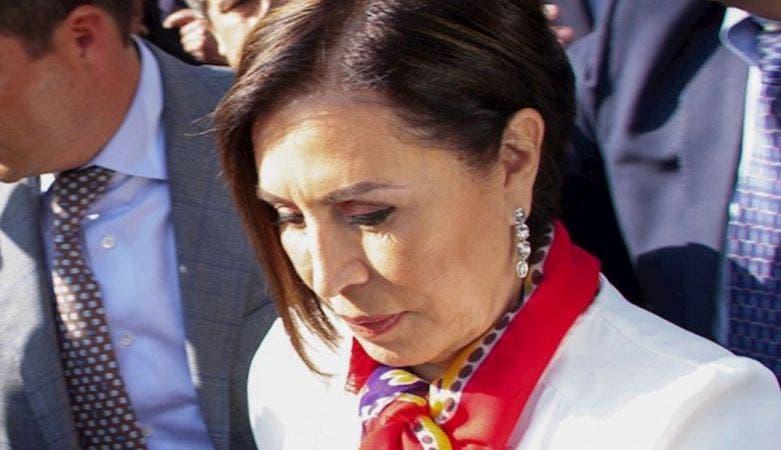 Rosario Robles llora al despedirse de su familia