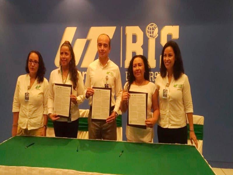 UT y Asociación de Abejas Xuunan Kaab firman convenio