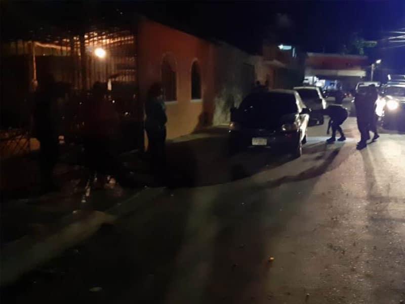 Fallan sicarios ejecución en Tulum; un sujeto salvó la vida luego de que fue correteado a balazos por algunas calles del noveno municipio.