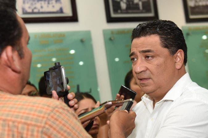 Presidente de la Gran Comisión en el Congreso del estado Eduardo Martínez Arcila
