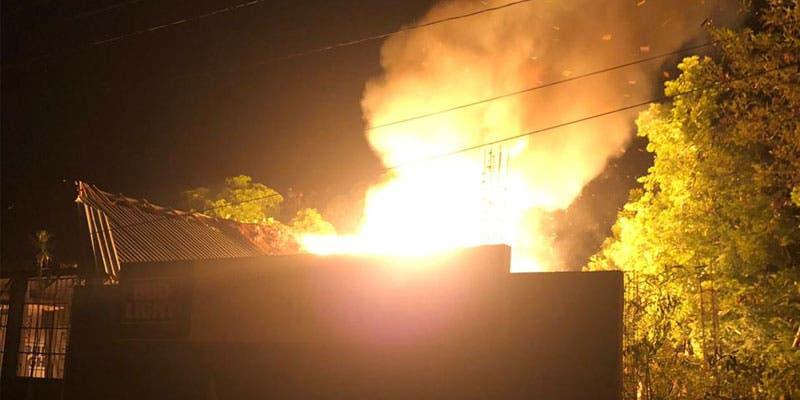 Incendian bar en Felipe Carrillo Puerto.