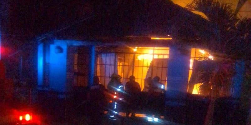 El ataque incendiario ocurrió durante la madrugada.